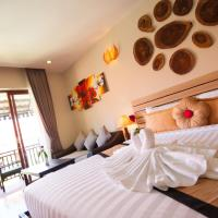 Deluxe King Room with Pool View - Free Airport Shuttle