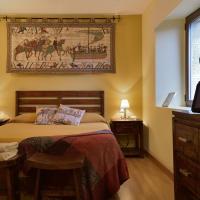 Hotel Pictures: Ruta del Tiempo, Sos del Rey Católico