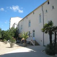 Hotel Pictures: Hostellerie du Château de Charron, Charron