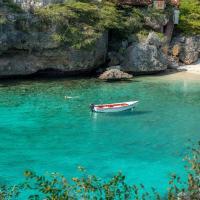 Hotel Pictures: Lagun Blou Dive and Beach Resort, Lagun