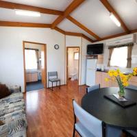 Deluxe Two-Bedroom Cabin (6 Guests)