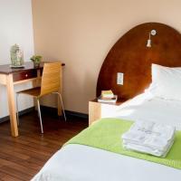 Hotel Pictures: La Maison des Cent Vallées, Naucelle
