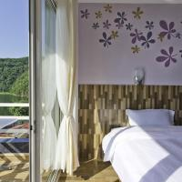 Lake View Room with Free Shuttle