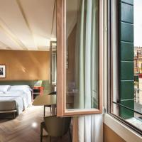 Queen Suite with Canal View and Turkish Bath