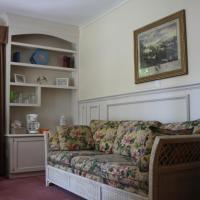 Queen Room with Sofa Bed and Lake View