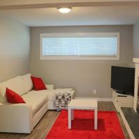 Hotel Pictures: Lovely House for 2 Families, Calgary
