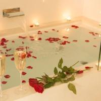 Deluxe Queen Loft Apartment (Spa Bath)