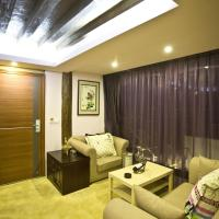 Deluxe Family Suite with Mountain View
