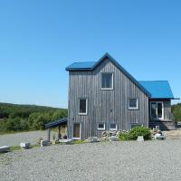 Hotel Pictures: Blue Tin Roof B & B, Livingstone Cove