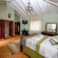 Queen Room with Ocean/Pool View
