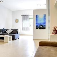 Two-Bedroom Apartment with Sea View - 11 Harav Kuk Street