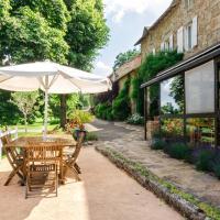 Hotel Pictures: Domaine du Bois de Coursac, Sévérac d Aveyron