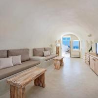 One-Bedroom Villa with Indoor Hot tub and Caldera View