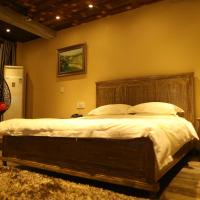 Deluxe King Room with Mountain View