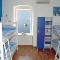 Bed in 8-Bed Mixed Dormitory Room with Sea View
