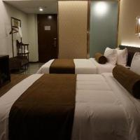 Signature Twin Room