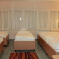 Sixtuple Room