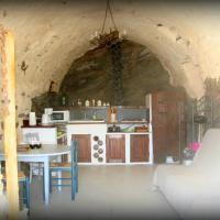 Hotel Pictures: Charmante Studio Pour Vacances, Roquebrun