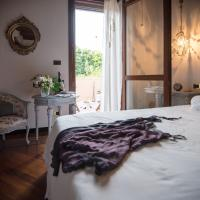 Queen Room with Garden View and Shared Bathroom