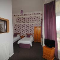 Twin Room with Private Bathroom and Sea View