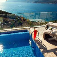 Deluxe Room with Terrace and Pool