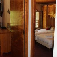 2 Interconnecting Double Rooms