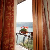 Classic Double Room with Balcony and Lake View