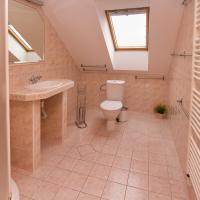 Four-Bedroom Holiday Home with Shared Bathroom