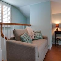 Deluxe Queen Room with Loft and Balcony