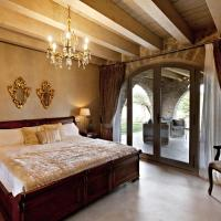 Romantic Deluxe Room with Fire Place