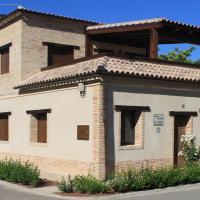 Hotel Pictures: Casa Rural Maria Isabel, Puigmoreno