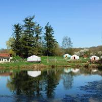 Hotel Pictures: Yourtes du Moulin Bertrand, Martigny-Courpierre