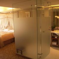 Deluxe King Room with Ocean View and Balcony