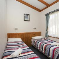 Deluxe Cabin with Park View 4