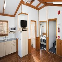 Deluxe Cabin with Park View 3