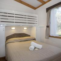 Deluxe Cabin with Park View 2