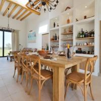 Hotel Pictures: Three-Bedroom Villa in Sant Joan de Labritja / San Juan, San Miguel de Balansat