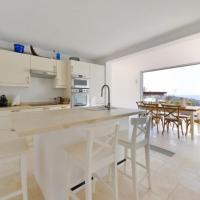 Hotel Pictures: Five-Bedroom Villa in Sant Josep de Sa Talaia / San Jose, Cala Comte