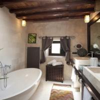 Hotel Pictures: Six-Bedroom Villa in Joan de Labritja / San Juan, San Miguel de Balansat
