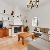 Hotel Pictures: Three-Bedroom Holiday Home in Santa Eulalia del Río I, Cala Llonga