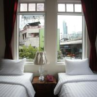 Corner Twin Room with City View