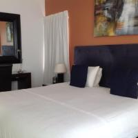 Deluxe King or Twin Room (4)