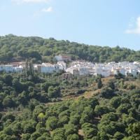 Hotel Pictures: Casa El Cuartel, Pujerra