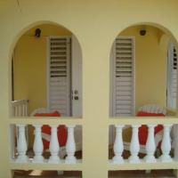 Hotel Pictures: Nestling Apartment, Christ Church