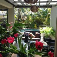 Hotel Pictures: Avon Lodge B&B Bribie Island, Banksia Beach