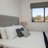 Two-Bedroom Apartment with King Bed and Twin Beds