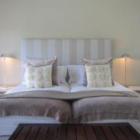 Hotel Pictures: Maanskynhuis Holiday Home, Hermanus