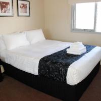 Three-Bedroom Premier Ocean View Apartment - Ocean 4