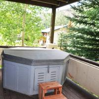 Four Bedroom Duplex with Hot Tub