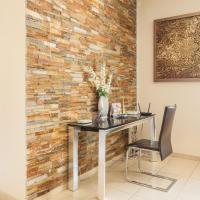 Luxury Three-Bedroom Apartment 1102